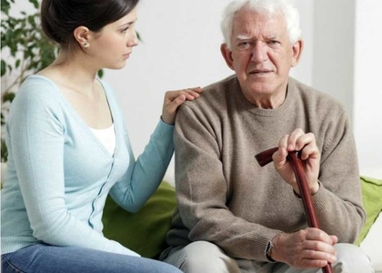 Уход за престарелыми людьми старше 80 лет на дому