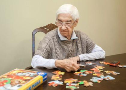 Развивающие игры, улучшающие когнитивные способности у пожилых людей