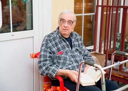 Особенности ухода за пожилыми слабовидящими людьми
